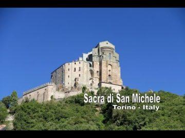 Sacra di San Michele i 3 monti sacri l'immagine della Scara di San Michele a Torino di fronte all'Abbazia di Sant'Antonio Abate di Ranverso