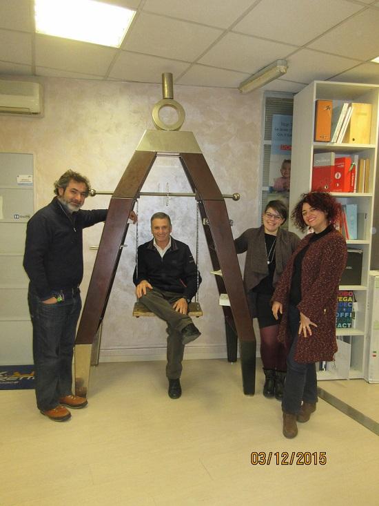 Il compasso gigante costruito con ferro, ottone e legno ...