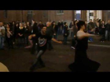 I Salentini ballano la Pizzica a Torino in piazza Carignano